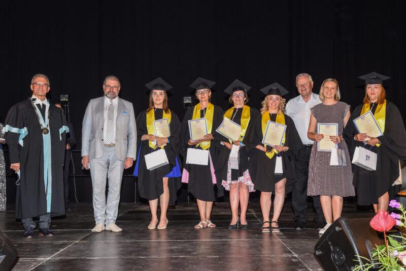 absolventų diplomų įteikimo šventėje