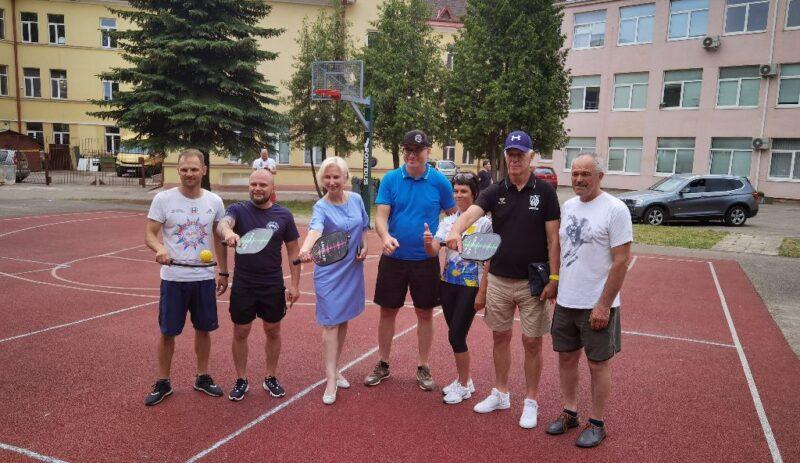 Gimnazijoje pristatyta nauja sporto šaka - Piklbolas