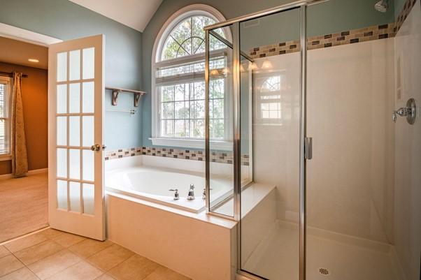 Platus dušo kabinų pasirinkimas: kaip atrasti pačią geriausią?